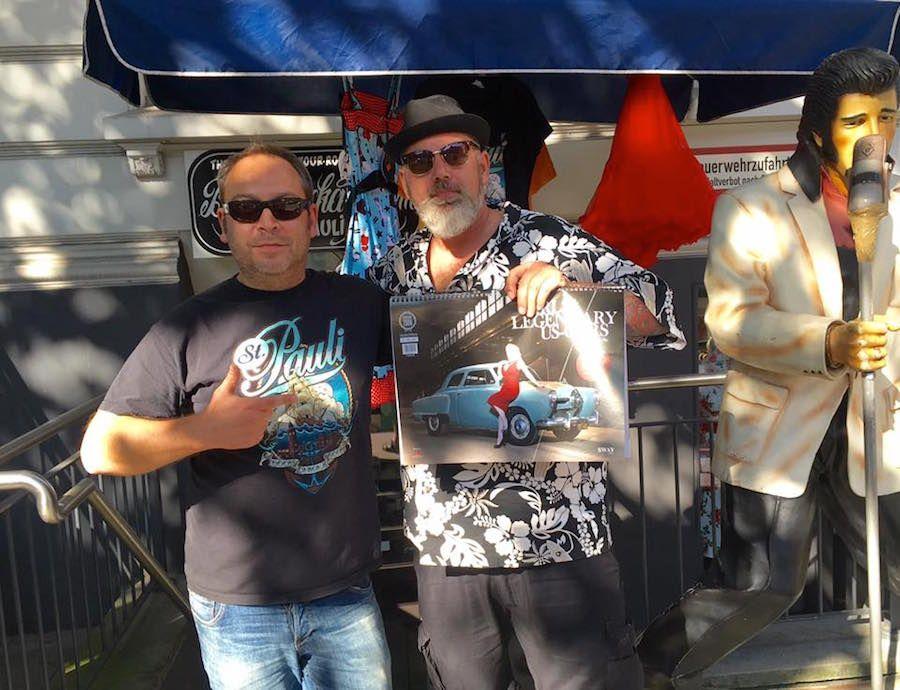 Fotograf Carlos Kella und Michy vor dem Boom-Chicka-Boom Store auf St. Pauli