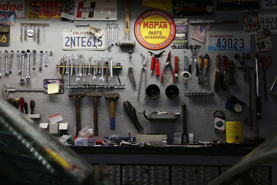 Service-, Schweiß- und Lackarbeiten, Reparaturen sowie TÜV- und H-Abnahme runden den Service von Cruising Cars perfekt ab.