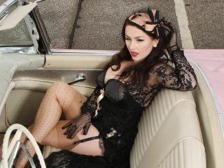 VINTAGE DOLL IN TECHNICOLOR. Das international bekannte Pin-up-Girl und Vintage-Model Acid Doll. Carlos Kella Kalender-Girls, SWAY MAG #03