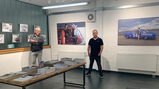 """Der Hamburger Fotograf Carlos Kella und unser Autor und Freund des Hauses Peter """"Leo"""" Lemke haben die Ehre, die neue Galerie der Disch Fachbuchhandlung mit ihren Arbeiten einzuweihen."""
