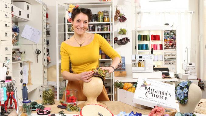 Viva Las Vegas! See you next year: Die Designerin Nadine Schmitz von Miranda's Choice kreiert Schmuck, Hüte und Kleidung Made in NRW.